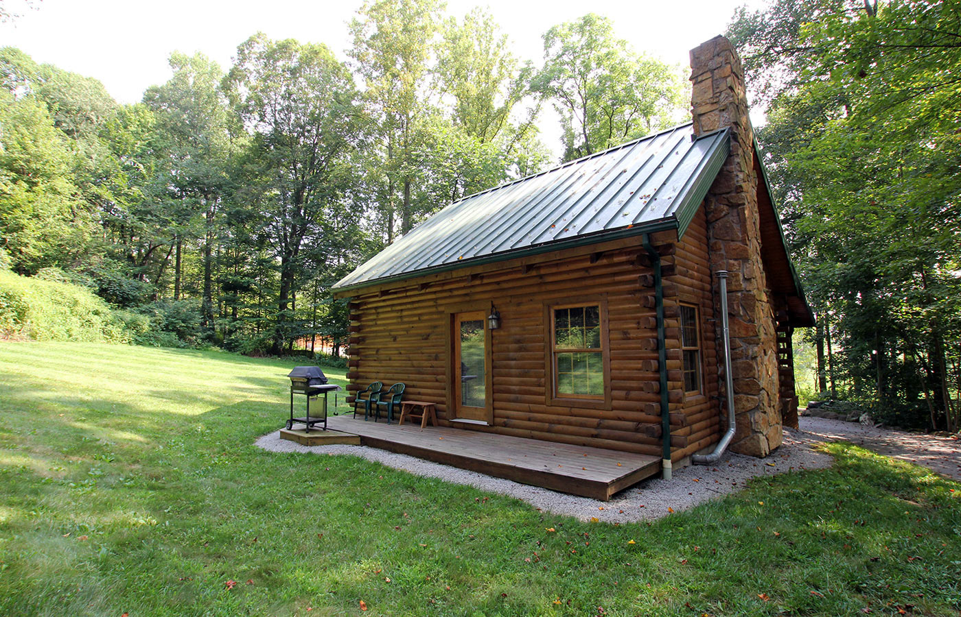 The Mini Kitchen Is Equipped With Cookware, Dishes, And Appliances. You Can  Also Walk Nature Trails Close To The Log Cabin.
